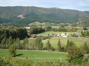 Mangaroa Valley - East looking